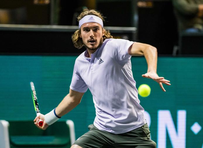De Griek Stefanos Tsitsipas tijdens zijn partij tegen Hubert Hurkacz uit Polen op de tweede dag van het ABN AMRO World Tennis Tournament.