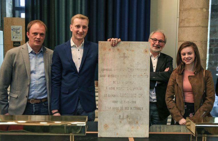 Het IFFM kreeg een herdenkingssteen van  een soldaat. De steen werd gevonden in een woning in Hoogstade en de jonge eigenaars van de woning schenken de steen aan het museum.