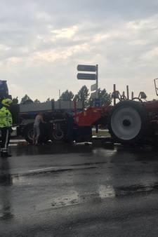 Verkeerschaos op kruispunt N3 en A15 door gestrande vrachtwagen