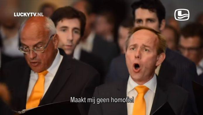 Kees van der Staaij (SGP) op beelden in de Grote Kerk van Dordrecht, zoals hij gisteren te zien was tijdens LuckyTV.