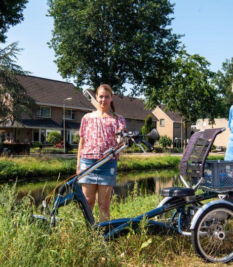 Marijke (76) rijdt met driewieler de Dedemsvaart in, maar Jacqueline (41) trekt haar op het droge: 'Zo dankbaar'