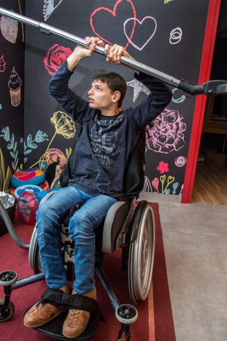 Verstandelijk beperkte Wouter (18) heeft zijn plek nu gevonden in Nieuw-Beijerlandse zorgvilla