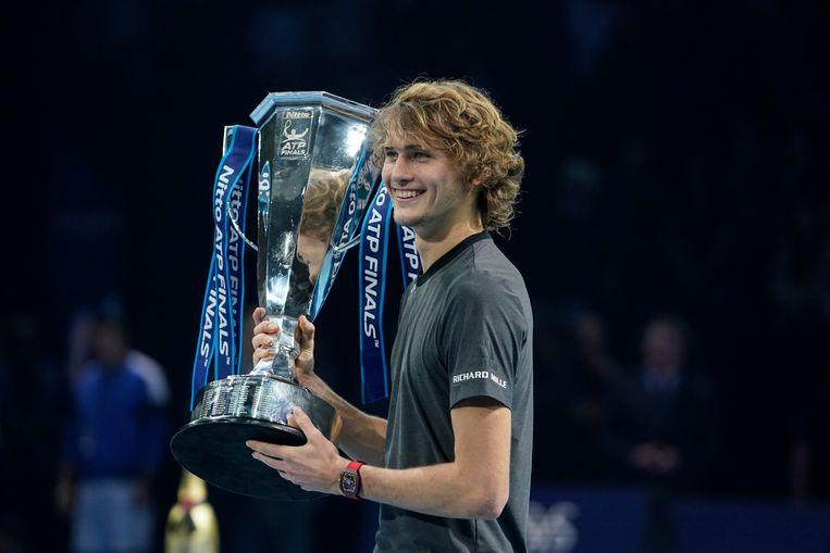 Alexander Zverev, dolgelukkig na zijn overwinning op Novak Djokovic in de eindstrijd van de ATP Finals.  Beeld Getty Images