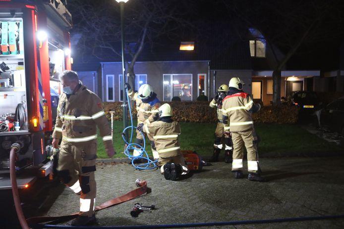 Brandweerlieden konden de auto niet meer redden.