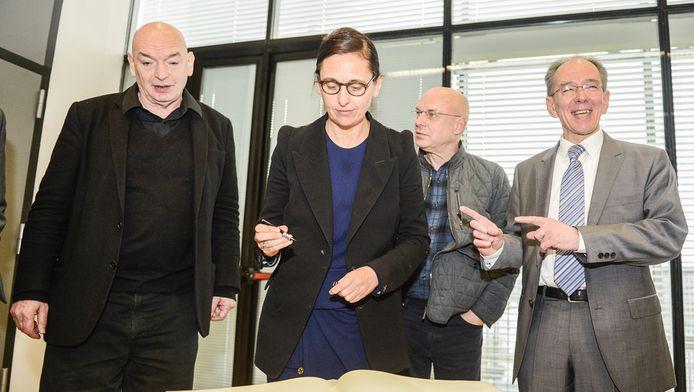 Vlnr. Jean Nouvel, Anne Teresa De Keersmaeker, Brian Eno en rector Bruno Delvaux.