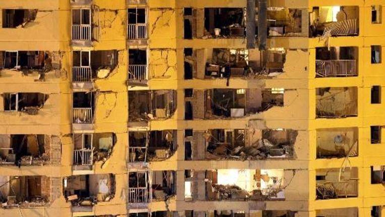 De achterkant van de beschadigde kazerne van de Spaanse politie in Burgos, waar ook families van politiemensen wonen. (EPA) Beeld