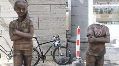 Vandaal onthoofdt standbeeld dat er nog maar vier dagen staat