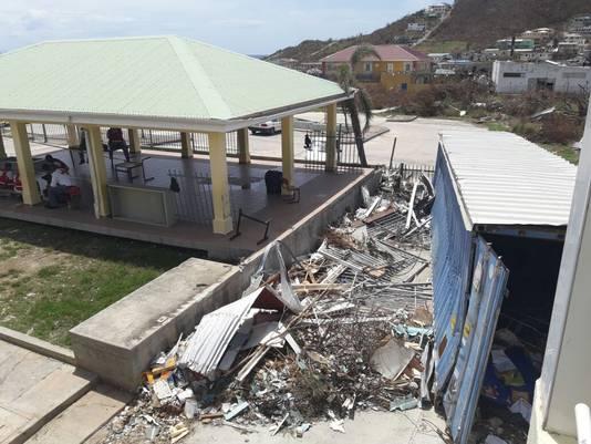Leonard Conner School Sint Maarten werd verwoest door orkaan. Basisschool Het Anker in Heinenoord zamelt geld in en juf Jacomien gaat er deze kerstvakantie naartoe