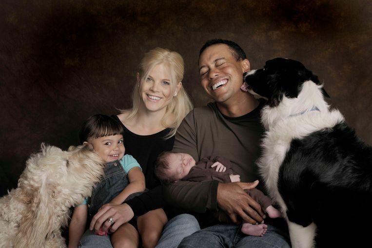 Elin en Tiger samen met hun kinderen Sam en Charlie en de honden.