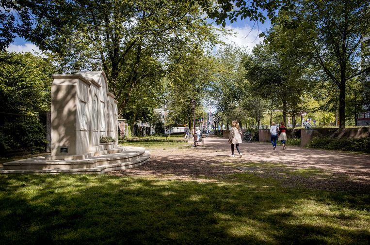 De locatie aan de Weesperstraat waar het nationaal Namenmonument ter nagedachtenis aan de slachtoffers van de Holocaust gebouwd wordt. Beeld ANP