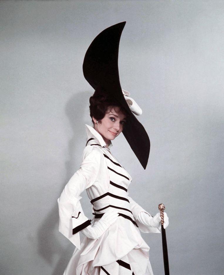 Actrice Audrey Hepburn poseert voor de film: 'My Fair Lady' in 1964. Elvis Costello: 'Ongelooflijk mooie liedjes, al is het verhaal tegenwoordig een tikje dubieus.'  Beeld Getty