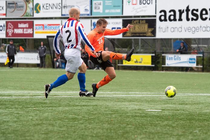 Joep Bulkmans van Beek Vooruit haalt uit maar zal geen doel treffen.