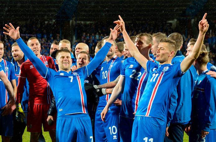 Met circa 350.000 inwoners is IJsland het kleinste land dat zich ooit voor de eindronde van het wereldkampioenschap voetbal heeft geplaatst. IJsland neemt het record over van Trinidad & Tobago, dat in 2006 onder leiding van bondscoach Leo Beenhakker deelnam aan de mondiale titelstrijd in Duitsland. Het land in de Caribische Zee telt ongeveer 1,3 miljoen inwoners.