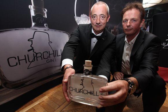 Bart Notenbaert en Jurgen Demeulemeester bij de voorstelling van hun unieke tabaksgin, Churchill's Gin, in 2016.