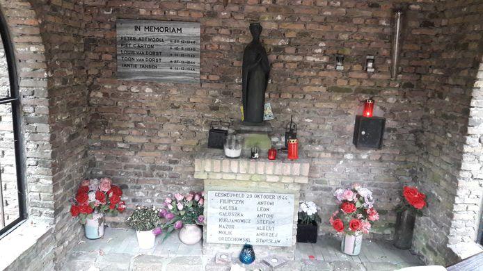 De Vredeskapel in Dorst met plaquettes met de namen van de omgekomen burgers, een Britse piloot en zeven Poolse soldaten