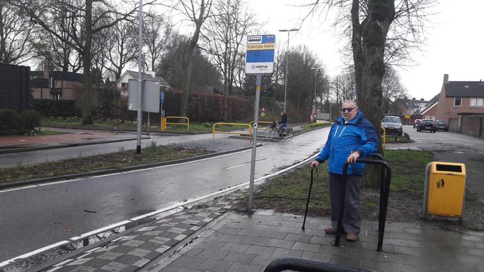 Wachten op de bus bij de toen nog tijdelijke route voor buslijn 2. Inmiddels is die definitief.