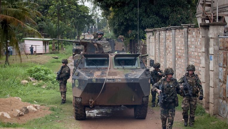 Franse soldaten patrouilleren in Sangaris, in de Centraal-Afrikaanse Republiek. Beeld epa
