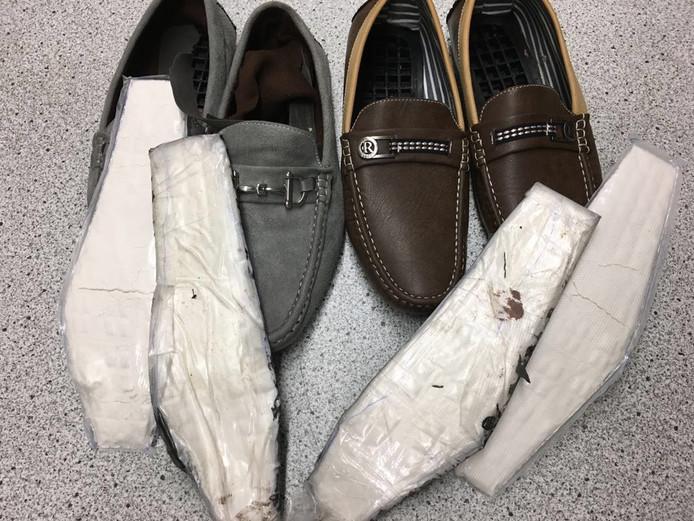 In PI Torentijd in Middelburg werden vorig jaar twee schoenen onderschept waarin cocaïne zat verborgen.