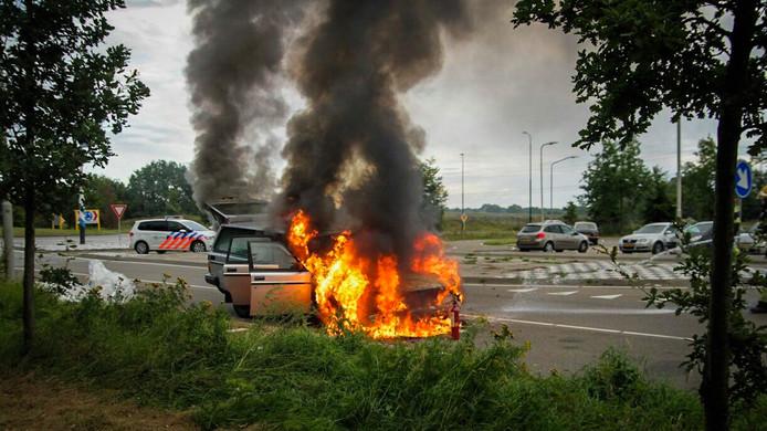 Auto brandt uit in Lierop