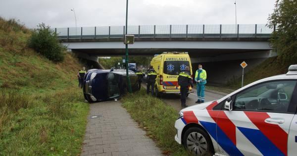 Auto komt op de kant terecht bij eenzijdig ongeluk in Kaatsheuvel.
