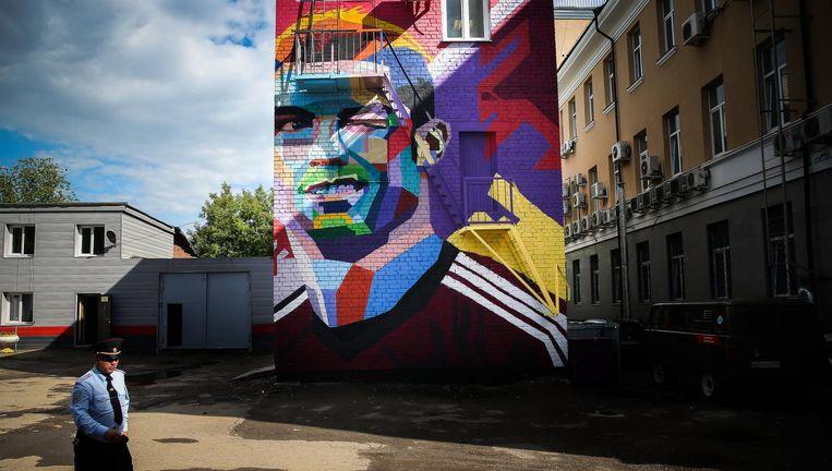 Ter gelegenheid van de Confederations Cup is in Kazan een muurschildering gemaakt van Ronaldo, ster van Portugal. Beeld epa