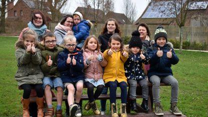 """Acht jonge moeders organiseren speelpleinwerking in Vlamertinge: """"Kinderen moeten in een vertrouwde buurt kunnen ravotten en als de stad dit niet wil doen, doen we het zelf"""""""
