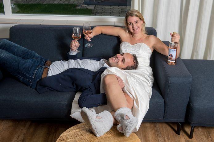 Susanne Monhemius en en Robin Niemantsverdriet die nu al 2x hun geplande bruiloft wegens de coronaregels uit hebben moeten stellen.
