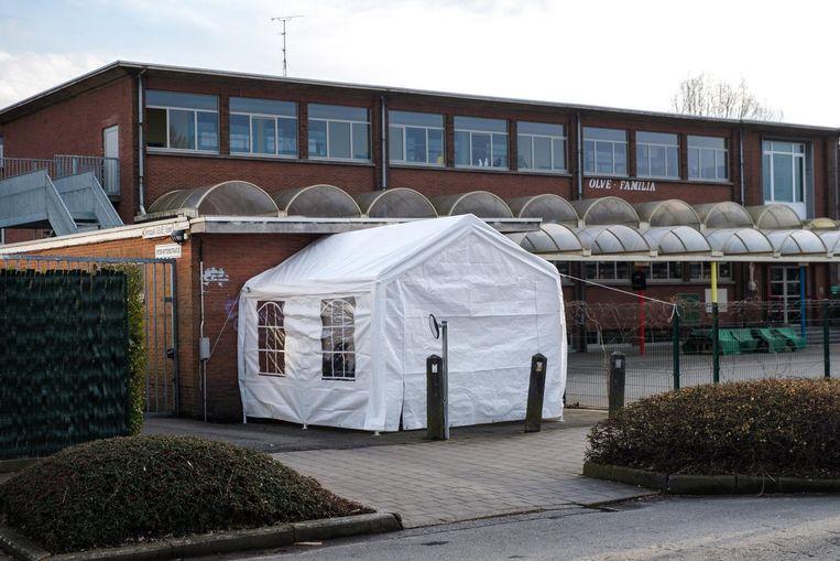 Vorig jaar kampeerden tientallen ouders tot wel acht dagen om hun kinderen ingeschreven te krijgen in OLVE-Familia in Edegem.