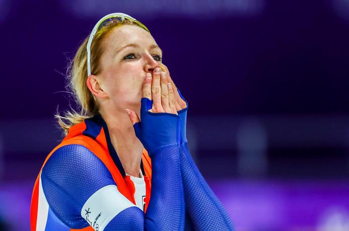 Carlijn Achtereekte na haar race.
