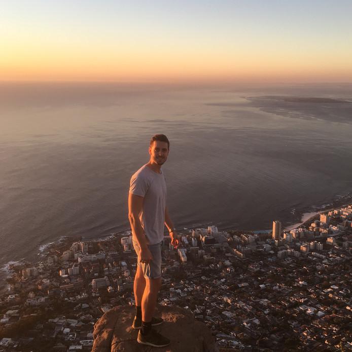 Michel Kusters runt zijn bedrijf Tallest, een webdevelopment-bureau, zes maanden per jaar in het buitenland. Hier is hij in Zuid-Afrika.
