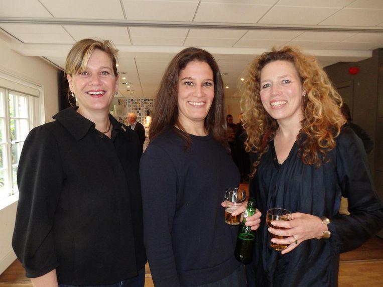 Lolies van Grunsven, de agent van Spaan, journalist Stephanie Hoogenberk en Maartje de Jong van uitgeverij Anthos en een goede vriendin. Van Henk, ja Beeld Schuim