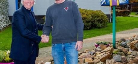 Nulander Roy koopt laatste bobslee Efteling: staat wel leuk bij de aprés ski-hut