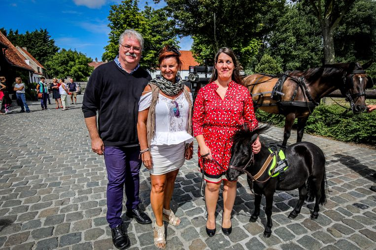 Peter Nico Blontrock, meter Loes Van Den Heuvel en Monique Van Den Abbeel.