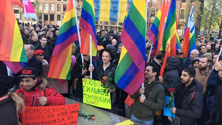 COC en Amnesty organiseerden op 19 april al een demonstratie op het Homomonument bij de Westermarkt tegen de vervolgingen Beeld Philip Tijsma