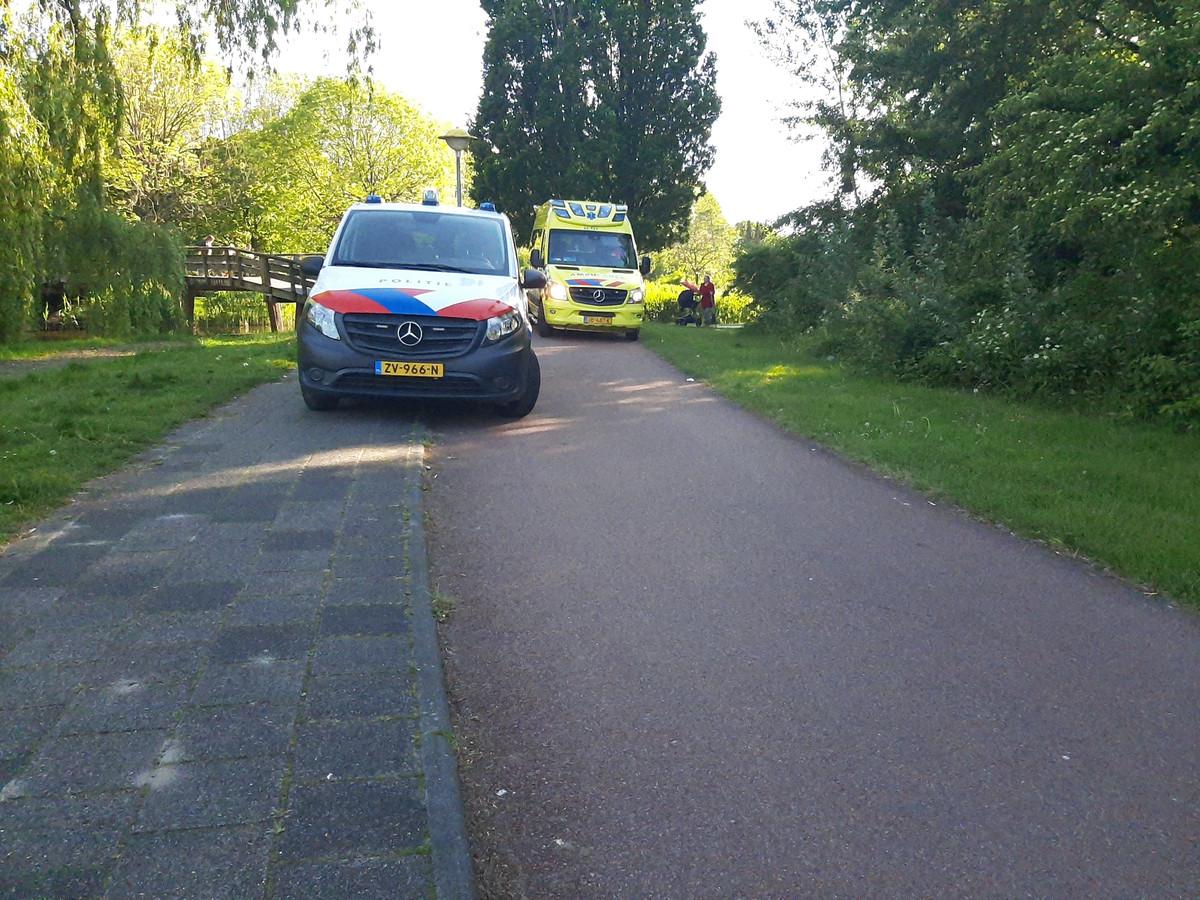 Politie en ambulance op de plek in de Kempenaar waar net een steekpartij heeft plaatsgevonden.