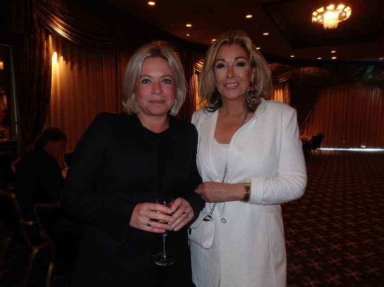 Oud-minister en nieuwe Strong Woman Jeanine Hennis en organisator Betty de Groot, meesterritselaar Beeld Schuim