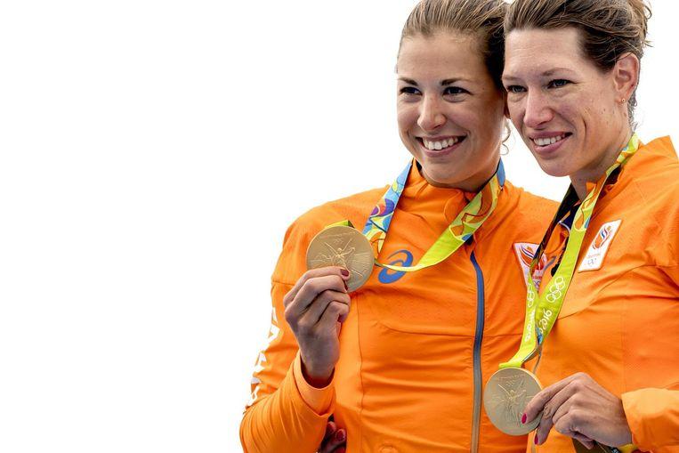 Ilse Paulis en Maaike Head behalen goud tijdens de finale van de lichte dubbeltwee in het Lagoa stadion tijdens de Olympische Spelen van Rio. Beeld null