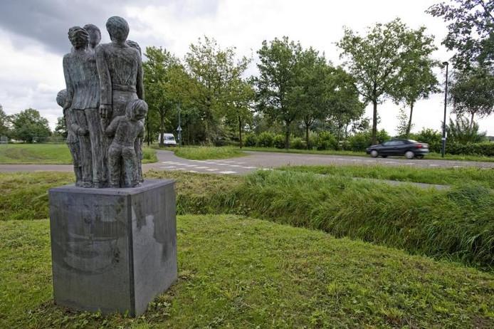 Het beeld Saamhorigheid in Heukelom. Foto John Schouten/PVE