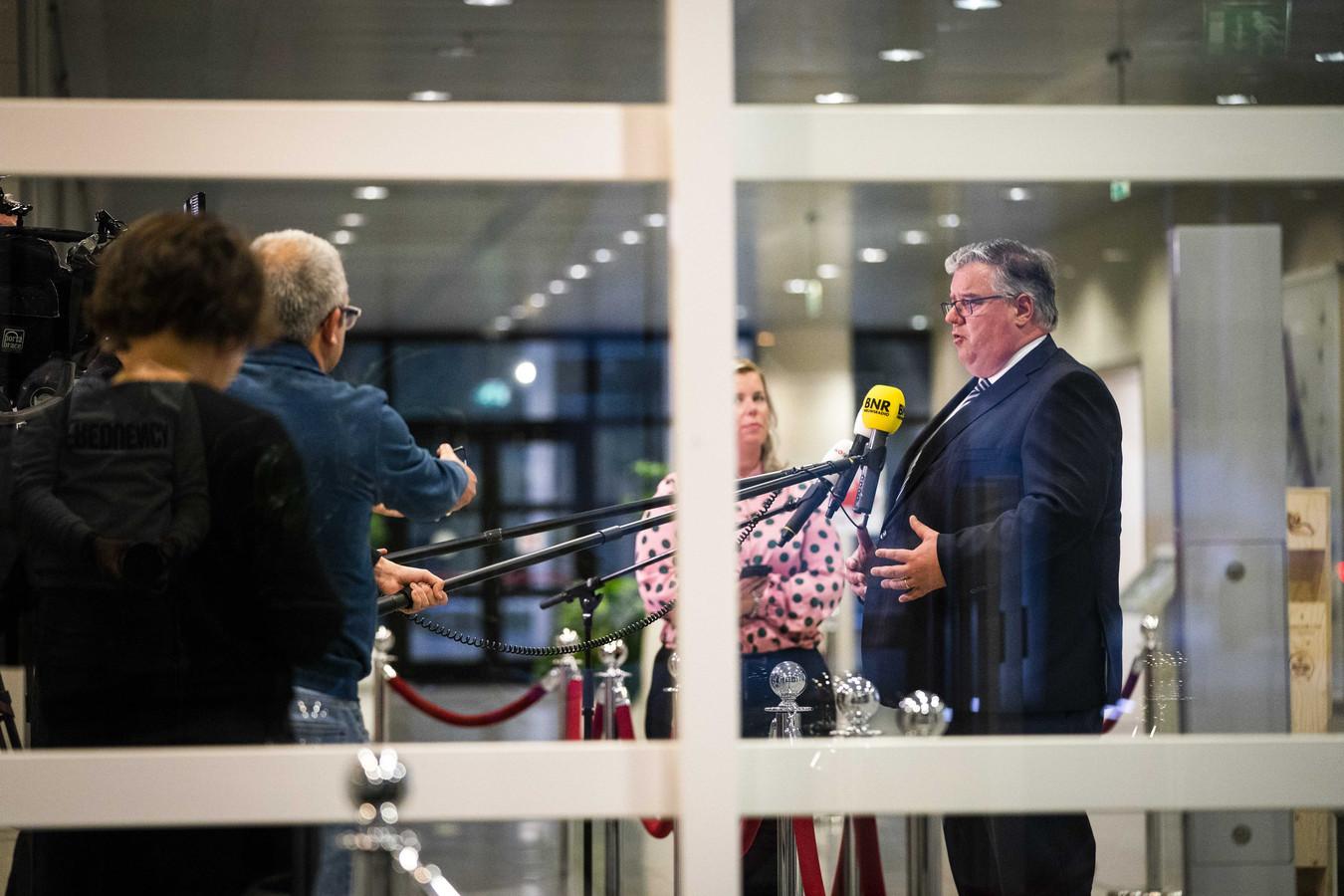 Volgens voorzitter Hubert Bruls van het Veiligheidsberaad is een regionale aanpak van het coronavirus niet meer houdbaar.