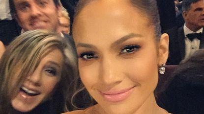 Wie we daar hebben: selfie J.Lo 'gephotobombed'