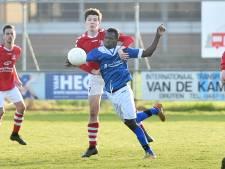 Late treffer in doelpuntenfestijn levert Aquila periodetitel op