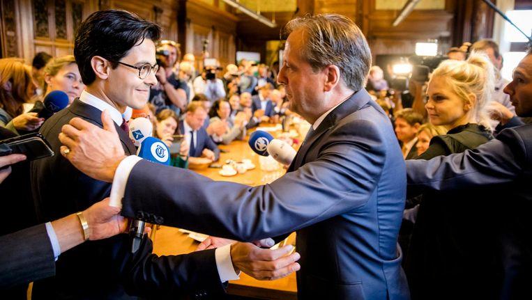 De nieuwe fractievoorzitter Rob Jetten (L) en Alexander Pechtold (D66) na afloop van een fractievergadering van D66 Beeld anp