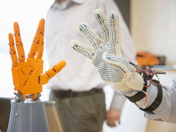Robots op afstand: 'In theorie zou een topchirurg kunnen inloggen voor een operatie'