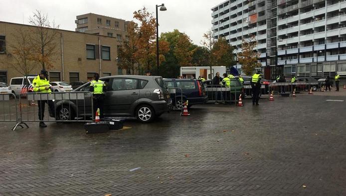 Een verkeerscontrole in Amsterdam Zuid-oost