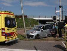 Onwel geraakte bestuurder botst tegen lantaarnpaal in Beesd