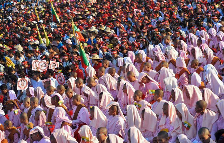 Aanhangers van Aung San Suu Kyi laten in haar thuisland hun stem horen.