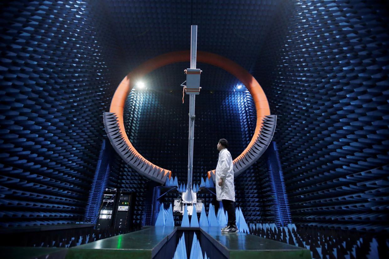 Antenne van een 5G-basisstation in een testcentrum van Huawei in Dongguan.