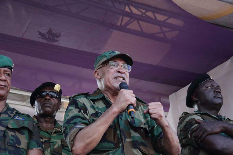 Na de korte zitting, sprak Bouterse zijn aanhangers toe op het Onafhankelijkheidsplein in Paramaribo.  Beeld ANP