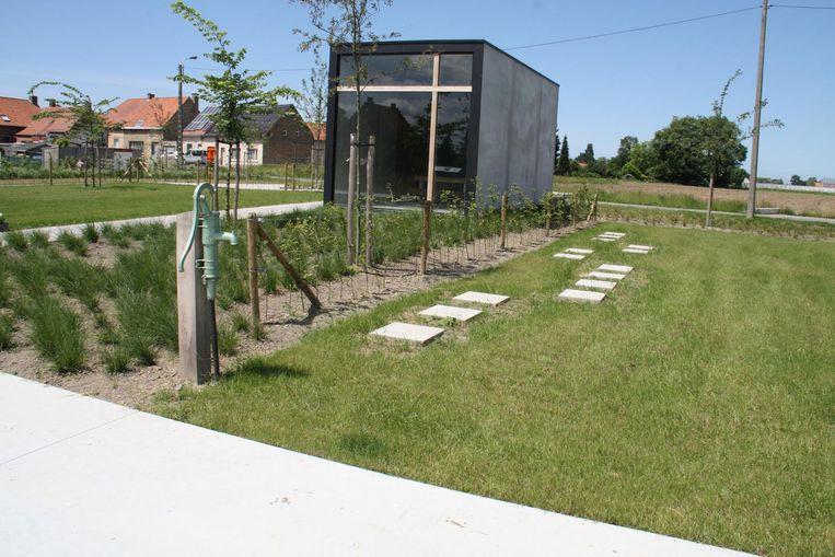 De parkbegraafplaats Woumen is klaar.