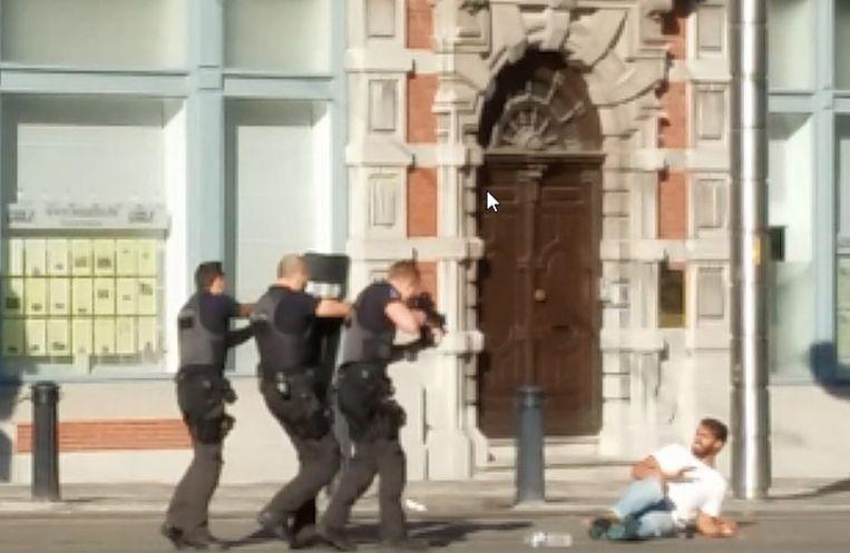 De man werd uitgeschakeld omdat hij de bevelen van de politie negeerde.